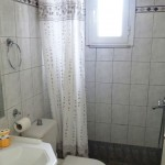 Vaitsa Rooms Bathroom